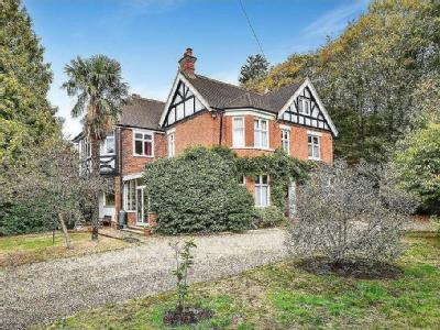 Dukes Ride, Crowthorne - Detached