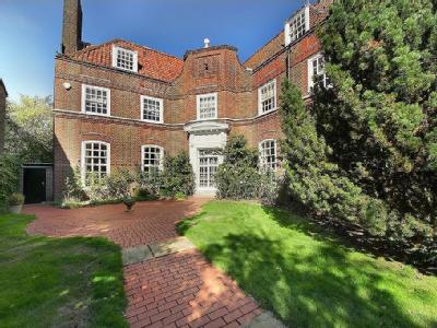 Hillcrest Road, W5 - Detached, Listed