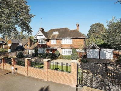 Hendon Avenue, London N3 - Detached