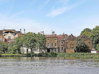 Chiswick Mall, Chiswick, W4 - Listed