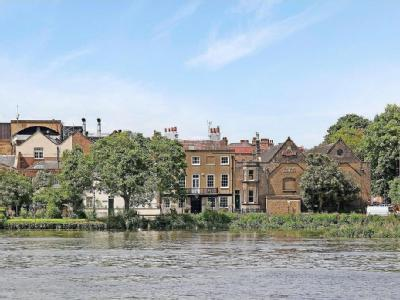 Chiswick Mall, Chiswick W4 - Listed