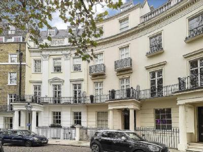 Brompton Square, London, SW3 - Listed