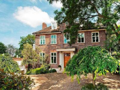 Hampstead Lane, N6 - Detached, Gym