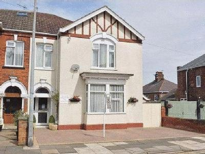 8 BEDROOM GUESTHOUSE, PRINCES ROAD, CLEETHORPES