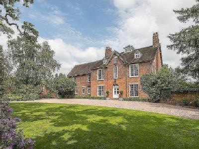 Stunning small country estate with Grade II Georgian house