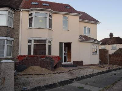 Oval Gardens, Grays RM17 - Detached