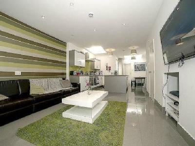 House to let, Whitby Road - Modern