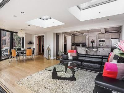 House for sale, London Road - Patio