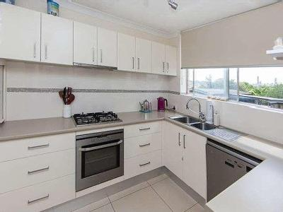 Flat to let 7/62 Howard St - Air Con