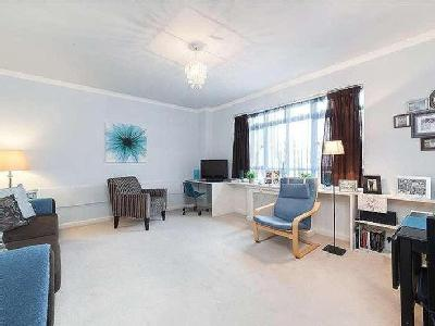 University Street, Wc1e - Freehold