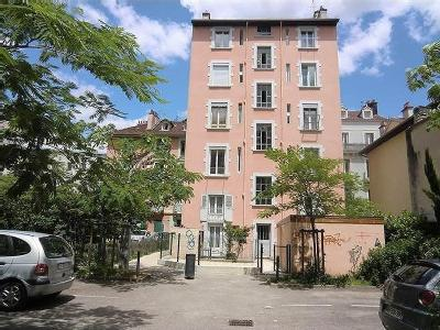 Appartements rue denfert rochereau grenoble lofts for Location appartement design grenoble