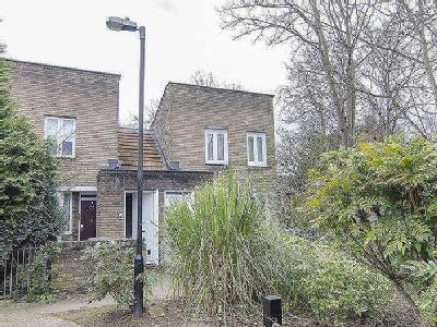 Flat for sale, Bowater Close