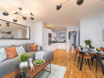 Flat For Sale, London   En Suite