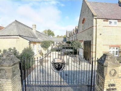 Brumby House, The Mews, TW20 - Garden