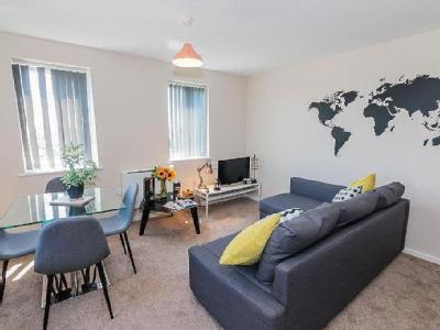 , M16, Manchester - Double Bedroom