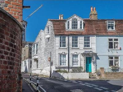Castle Road, Cowes, Isle Of Wight, PO31