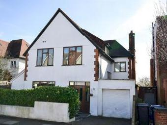 Bedford Avenue, Barnet EN5 - House