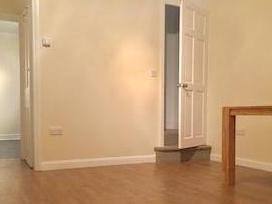 Mead Road, Edgware Ha8 - Unfurnished