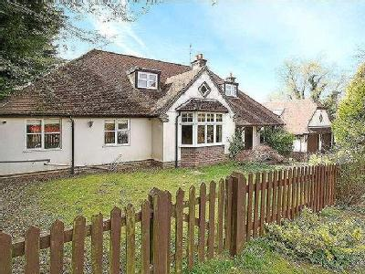 Roseacre Gardens, Chilworth, Guildford, Surrey, GU4