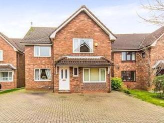 Bracken Close, Heywood Ol10 - Modern
