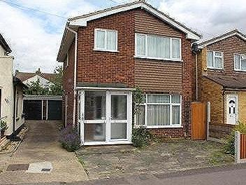 Brooklands Road, Romford, RM7 - House