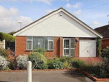 HARVEST ROAD, DENMEAD - Bungalow