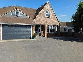 Beachway, Canvey Island - Detached