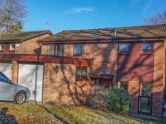 Betula Close, Kenley Cr8 - En Suite