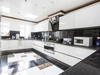 House for sale, The Ridings W5