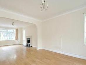Gibsons Hill Sw16 - Double Bedroom
