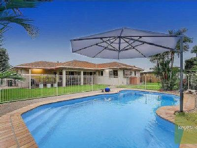 36 Fielding Way - Swimming Pool
