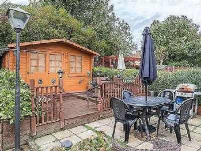 House for sale, Mead Way - Garden