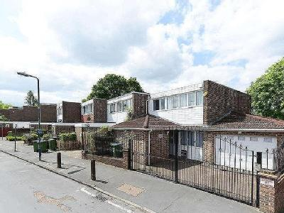 Gavestone Road, Se12 - Double Bedroom