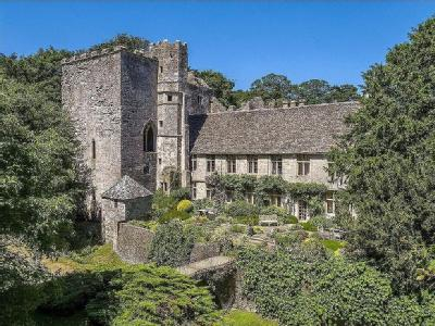 Lot 1A: Beverston Castle & Grounds, Tetbury, Gloucestershire, GL8