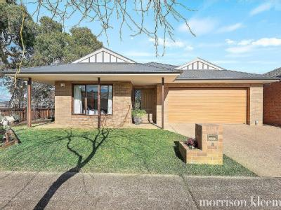 House to buy 6 Moe Way - Garden