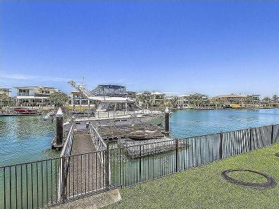 Marina Parade, Jacobs Well - Patio