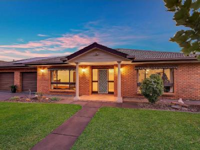House to buy 8 Brogan Court - Air Con