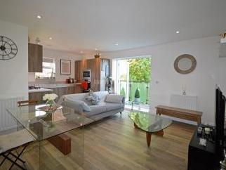 Mill Hill East NW7 - Modern, En Suite