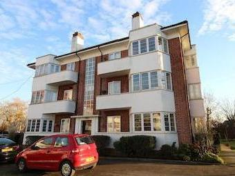 Hollywood Court, Elstree Wd6