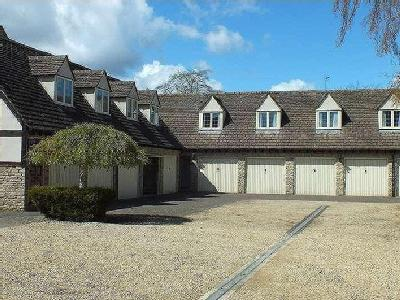 Lygon Court, Fairford, Gl7 - Garden