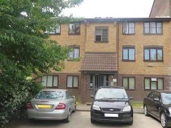 Conway Gardens, Grays Rm17