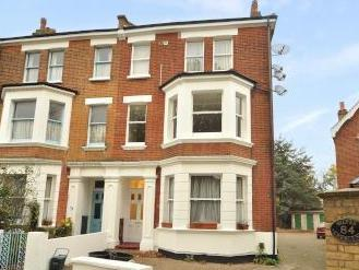 Thorney Hedge Road, London W4 - Flat