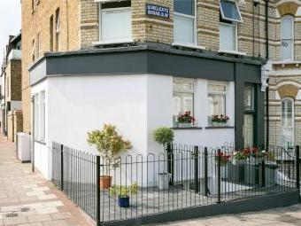 Shelgate Road, London SW11 - Flat