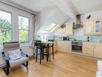 Worcester Gardens, London SW11 - Flat