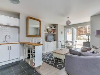 Leathwaite Road, London SW11 - Flat