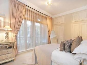 Fitzjohns Avenue, London NW3 - Porter