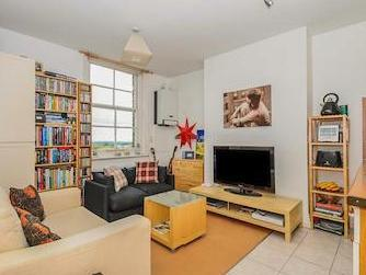 Flat for sale, High Road N12 - Listed