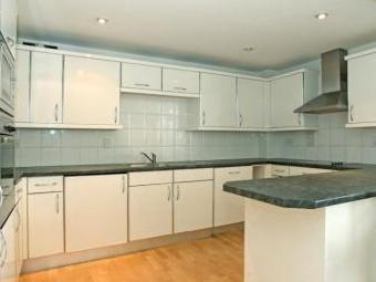 Langbourne Place E14 - Double Bedroom