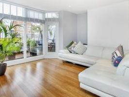 Finchley Road Nw2 - Double Bedroom