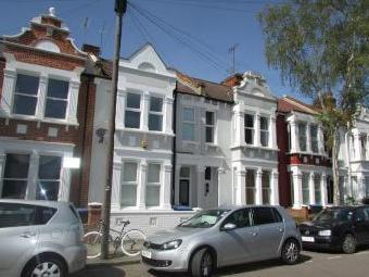 Charteris Road Nw6 - Double Bedroom